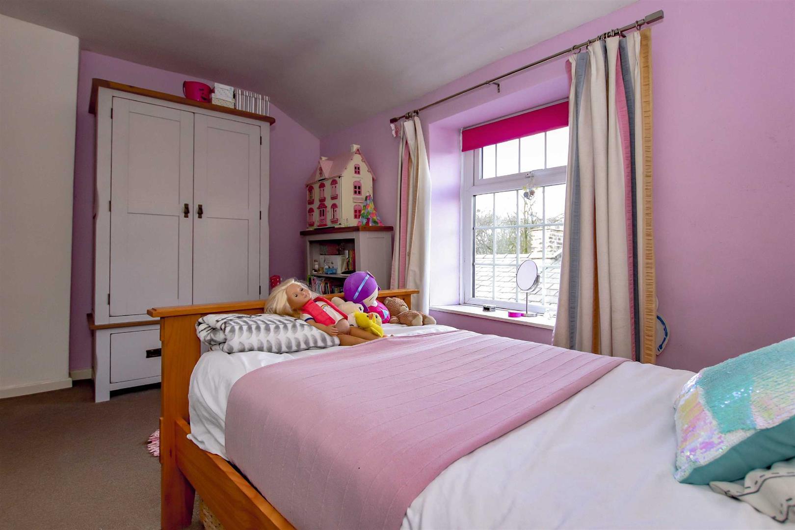 4 Bedroom Detached House For Sale - p033686_36.jpg